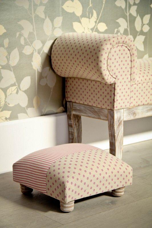Butaca online en venta cl sica de madera tapizado en tela muebles de decoraci n escabeles - Escabeles tapizados ...